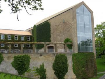 800px-Aarhus_Universitet_-_hovedbygnings_bagside